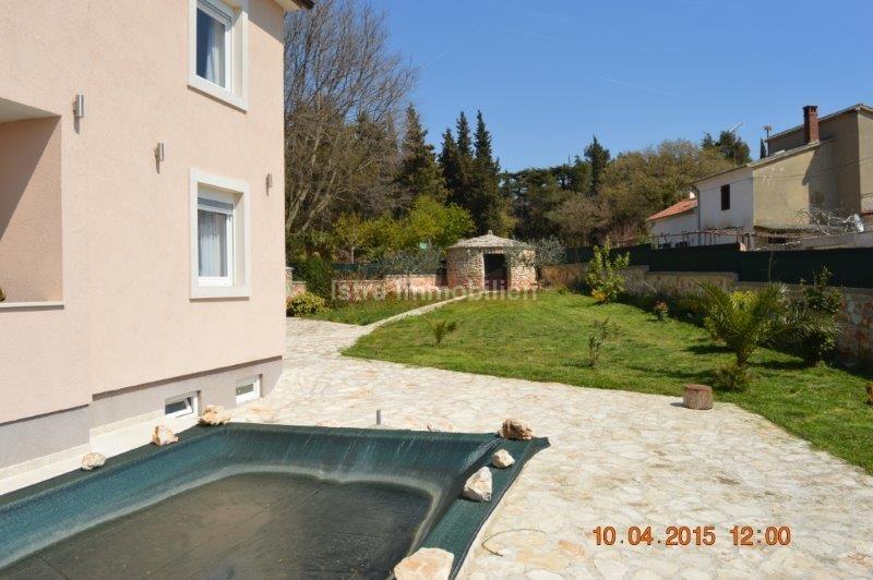 Istra, Pula, visokokvalitetna samostojeća kuća sa bazenom!