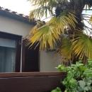 Apartman sa terasom i vrtom u blizini mora