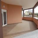 Novi stan sa velikom terasom, dvije spavaće sobe i vrtom od 90m2.